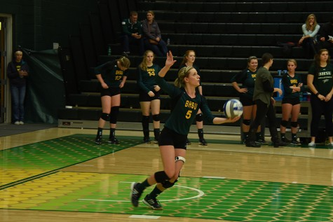 Brynn Eckhardt serves the ball against Fort Lewis. The Yellow Jackets went on to win the series Oct. 23 at the Young Center.