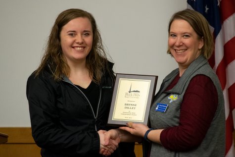 SDSU Continuing & Distance Education Program Coordinator Moneik Stephens presents Brynne Dilley with the award for Outstanding SDSU Undergraduate Student. Dilley